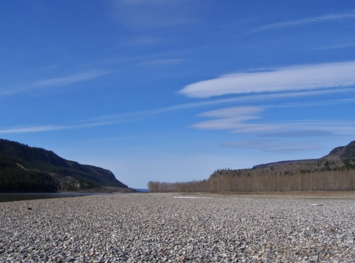 Down along the main river bed itself, rockhounding bliss at low water - new territory to explore!