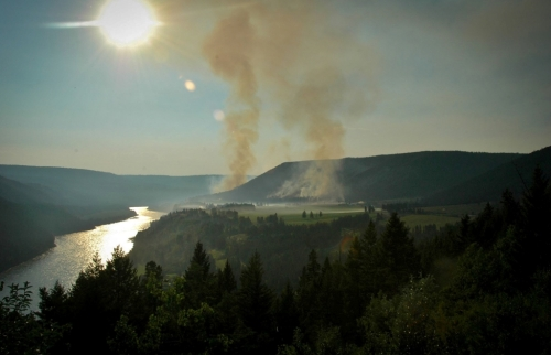Looking upriver from the south over our valley and the two main fire areas. We are well away to the north, several miles past the furthest smoke column.