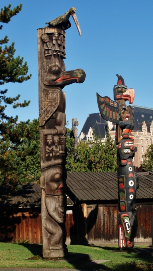 Into the city, to do the tourist thing in Victoria, our province's capitol city. Totem poles in Thunderbird Park, with the stately Victorian Empress Hotel in the background.