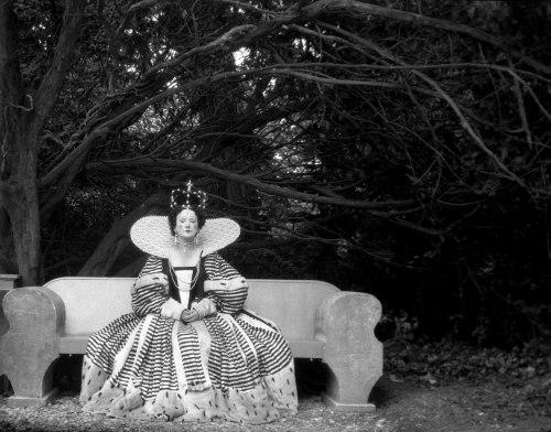 edith-olivier-as-queen-elizabeth cecil beaton
